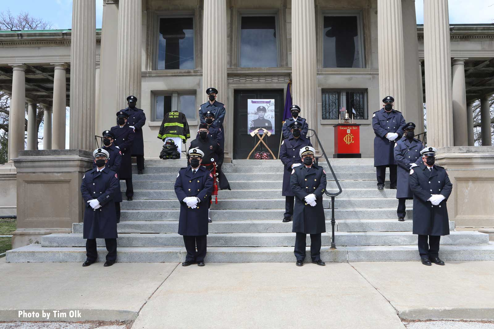 Firefighters lined up to honor late Chicago Firefighter Araujo