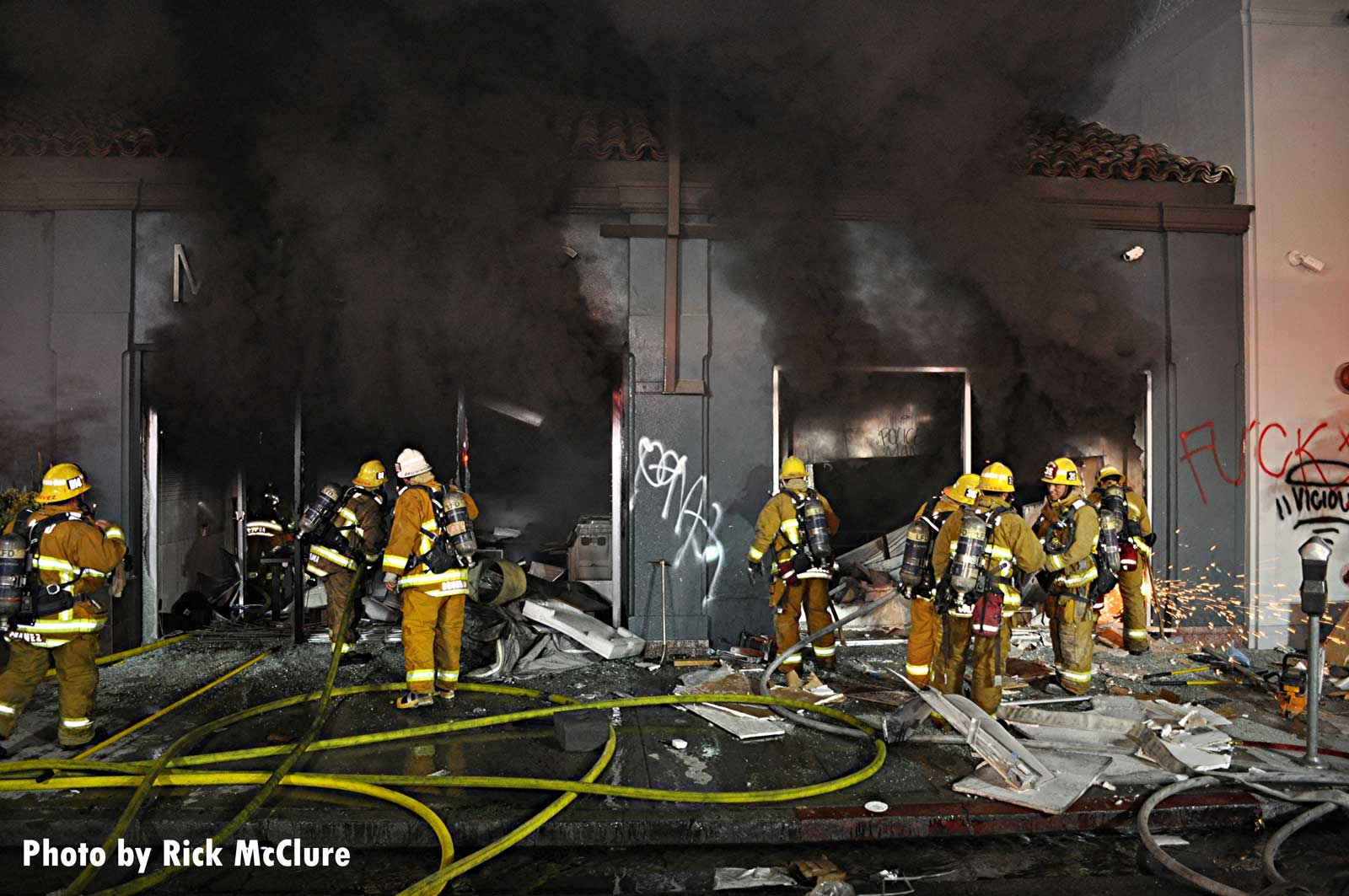 Smoke pours from building as LAFD firefighters battle structure fire
