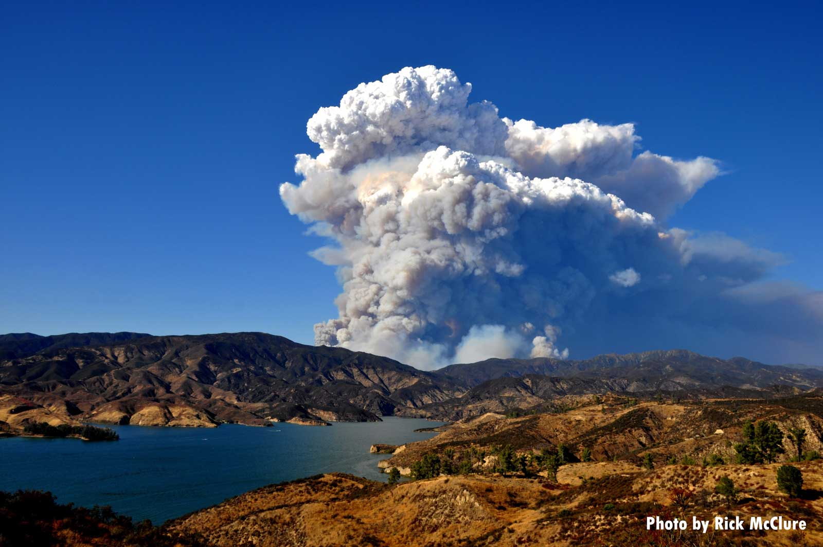 Wildland fire near Lake Hughes