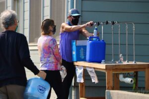 Residents help themselves to water supplies